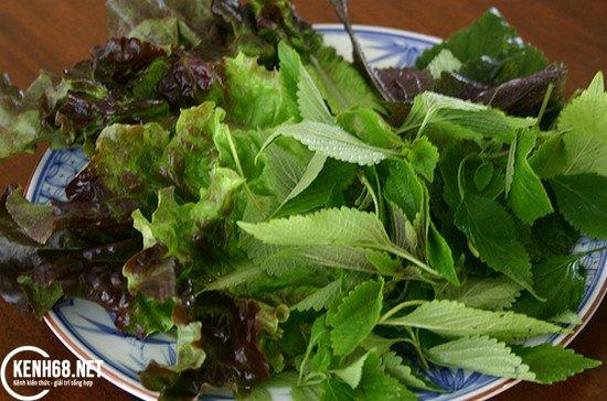cách làm bún đậu mắm tôm - chuẩn bị rau thơm và dưa chuột