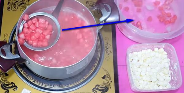 Cách làm sữa chua mít - Luộc những hạt lê 01