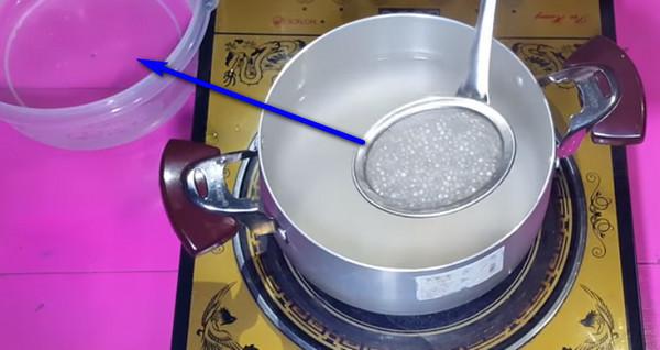 Cách làm sữa chua mít - Luộc bột báng