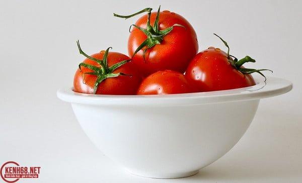 cách làm trắng da mặt tại nhà tự nhiên bằng cà chua