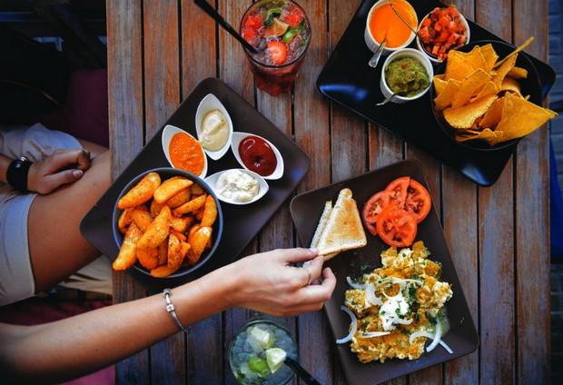 Xu hướng kinh doanh online đồ ăn vặt