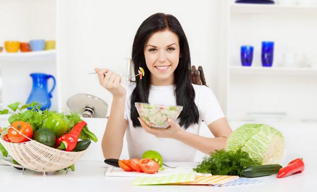 phụ nữ sau sinh nên ăn gì? vai trò của dinh dưỡng đối với phụ nữ sau sinh