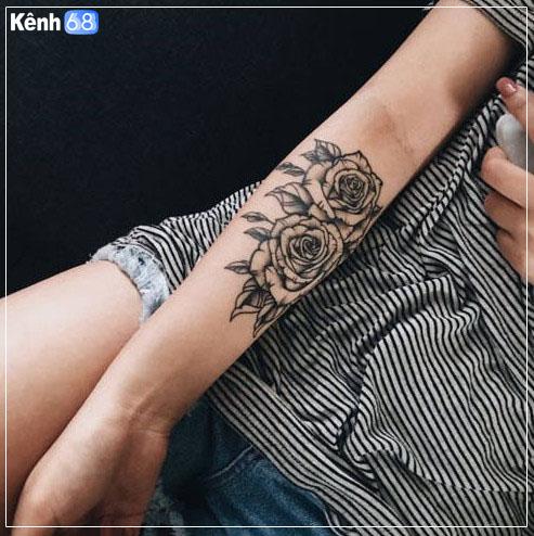 Hình xăm hoa hồng ở tay, bắp tay, bàn tay, cánh tay đẹp 009