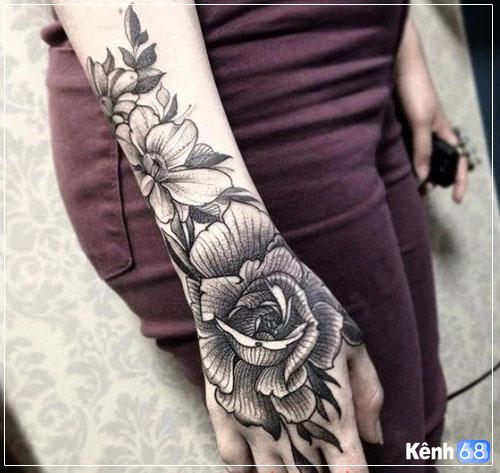 Hình xăm hoa hồng ở tay, bắp tay, bàn tay, cánh tay đẹp 014
