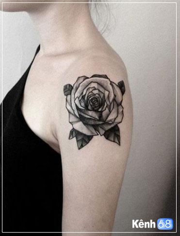 hình xăm hoa hồng ở vai 009