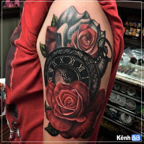 Hình xăm hoa hồng và đồng hồ 007