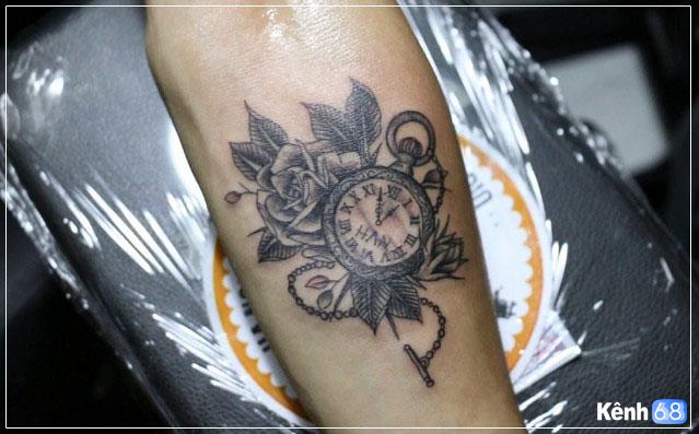 Hình xăm hoa hồng và đồng hồ 010