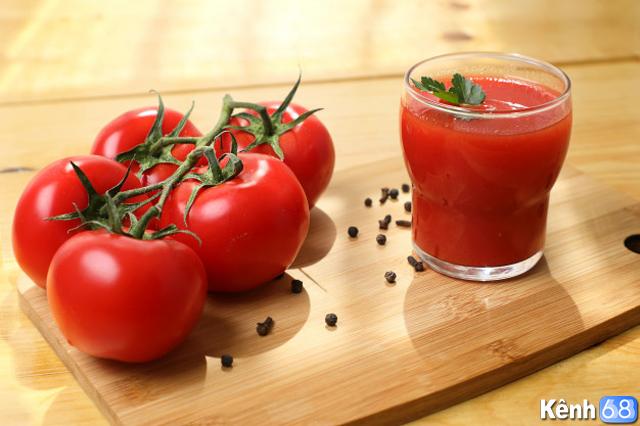 cách giải rượu nhanh và hiệu quả bằng cách uống nước ép cà chua