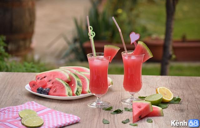 uống nước ép trái cây dưa hấu, bưởi, nho giúp giải rượu hiệu quả