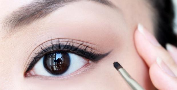 các bước trang điểm cơ bản - cách kẻ mắt